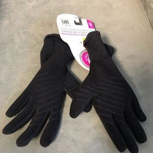 NWT $38 UR Powered Touch Screen Gloves